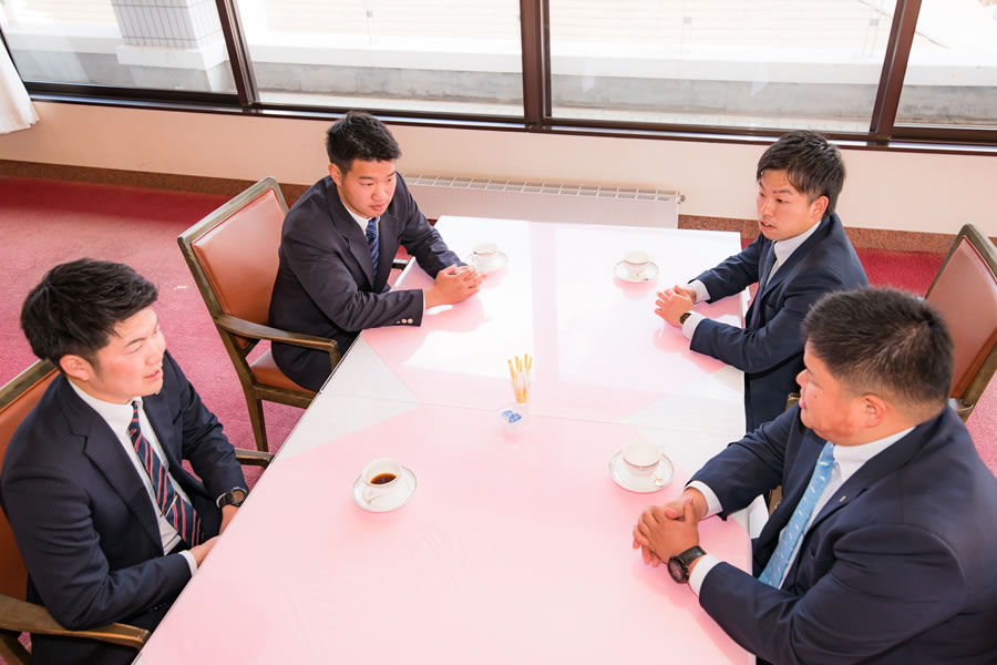 座談会の風景-03
